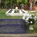 Denkmal für die Prinzessin Mahsuri, die Mitte des 19. Jhdts. zu Unrecht des Ehebruchs bezichtigt und hingerichtet wurde und die Insel Langkawi , Malaysia, für sieben Generationen verfluchte.