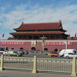 """Riesen-Mao-Portrait am Eingang zur """"Verbotenen Stadt"""" (Kaiserpalast) in Peking"""