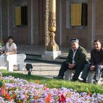 Bronzetafeln mit den Namen der usbekischen Gefallenen des Weltkriegs II in Taschkent