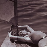 Hein Gorny (1904-1967) - Untitled (Ruth Gorny lying on boat) 1936 - gelatin silver print vintage - 22,8 x 11,9 (23,2 x 17,4) cm - © Hein Gorny / Collection Regard