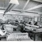 Het afwerken van gegoten pijpen, foto van voor 1940
