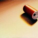 空き缶(31.8×41.0cm)