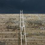 Linnahall im Hafen von Tallin - Treppe vorm Gewitterhimmel