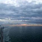 AIDAsol morgens um 6 Uhr beim Einlaufen in Dover - England