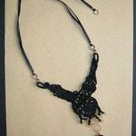 "collana ""Ginevra"" 3, allungabile. Tecnica: macramè. Materiale: cotone, rame battuto a mano, perle di vetro - venduta"