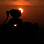 """"""" Der Sonnensucher """" ... mal einen kurzen Blick durch die Kamera vom Sohnemann riskieren, und schon hat man die Sonne in doppelter Ausführung  :-)"""