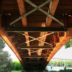"""""""Drunter und drüber"""" - Rurbrücke aus der Ameisenperspektive am Ratheimer Adolfosee."""