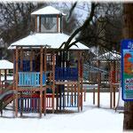 """"""" Winterspiele """" - Hier, auf dem Kinderspielplatz an der Mühlenstraße herrschten frostige Zeiten für Freizeit, Spiel und Spass."""