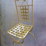 Chaise en cours de peinture