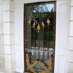 Porte d'entrèe avec décoration dorée et vitrage feuilleté SP 615