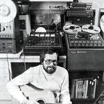 Hans van Eijk in zijn opname-studio op zolder (1979)