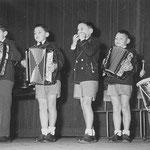 De 4 Noorlandertjes samen met hun op één na jongste broertje HansDe 4 Noorlandertjes