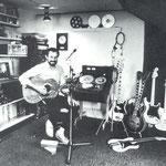 Hans van Eijk in zijn opname-studio op zolder (1981)