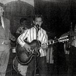 THE FRIENDSHIP SEXTET (ca. 1959) vlnr: Piet Steenman - Moos Polak - Jan Akkerman (met Höfner) - Jan ter Bruggen (op de rug gezien) - Wim ter Bruggen