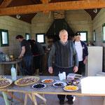 Des bénévoles au taquet pour la préparation du ravito de Chamborand
