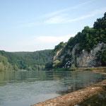 Blick von Weltenburg auf die Donaukehre mit dem Donaudurchbruch nach Kelheim