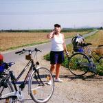 In Sigmaringen fahren wir am nächsten Morgen bei wunderschönem Wetter los - das macht Durst.