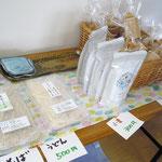 不動さんの手打ちそば・手打うどん、東久留米産小麦粉、プチ・フールのラスクなどを販売しました。