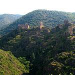 les châteaux de Lastours, à un peu plus d'une heure des Gites des Camparros à Nailloux
