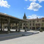 halle de Saint Félix Lauragais, à moins de 30 minutes des Gites des Camparros à Nailloux