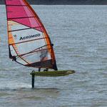planche à voile en windfoil Aeromod, à moins de 30 minutes des Gites des Camparros à Nailloux