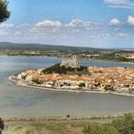 Village et château de Gruissan, à un peu plus d'une heure des Gites des Camparros à Nailloux