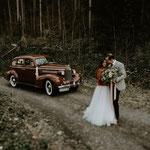 Hochzeitswagen im Wald