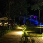 Lagoonbar und Amphitheater bei Nacht