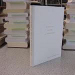 Einzelanfertigung eines Buchs mit Titelprägung