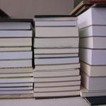 Broschuren, jedes Buch ist anders.