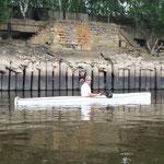 taufrischer Wikinger vor nicht mehr ganz taufrischer Mauer