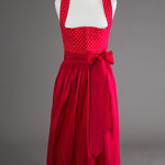 Rotes Baumwoll-Dirndl mit roter Seidenschürze (100% Seide) - handbedruckt.