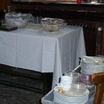 So sieht es in der Feierhalle aus - das Geschirr vom Essen hat jeder aufgeräumt,