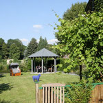 Garten · Blick zum Pavillion · yak © 2012