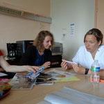 Pauline et Gaby à la rencontre de l'animatrice du service hémato de l'Hôpital Sud.