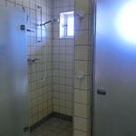Duschen im Herrenwaschraum
