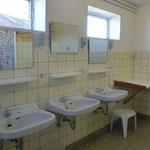 Waschbecken im Damenwaschraum
