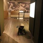 Gernikagemälde, Pablo Picasso m. Sarah im Friedensmuseum
