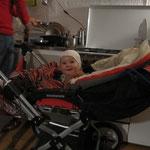 Sarah im Kinderwagen
