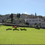 Vorgarten vor der Basilika