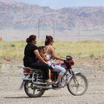 4 Frauen auf dem Motorrad in Bayanling