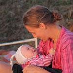 Mutter und Kind an der Loire