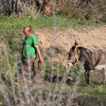 Mann m. Esel am Standplatz Ugjiar