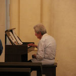 Pianistin in der Jeanne D `Arc Kirche, Domremy