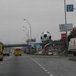 Ortseinfahrt Kiew Fußball EM läßt grüßen