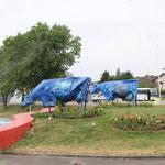blaue Kühe im Kreisverkehr