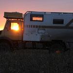 Unimog im Sonnenuntergang