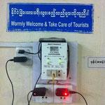 Warnschild am Bahnhof von Yangon