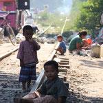 Leben auf dem Abstellgleis, Mandalay