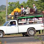 Personentransporter unterwegs nach Mawlamyine